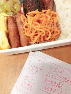 食べ物,お弁当,卵焼き,ごはん,おかず,メモ,ハンバーグ,スパゲティ,春巻き,愛情,玉子焼き,字,ぶどう