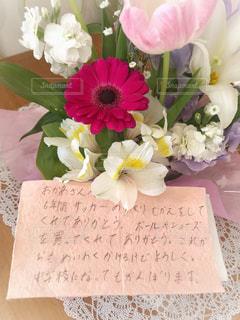 花束とメッセージカードの写真・画像素材[1849883]