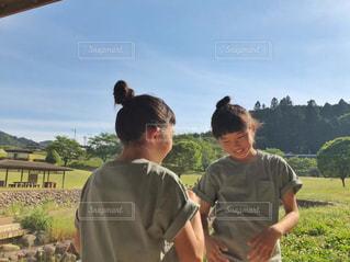緑のTシャツで公園遊び♡の写真・画像素材[2154495]