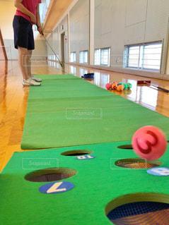 女性,スポーツ,室内,床,人物,ボール,人,体育館,インドア,球,40代,インドアスポーツ