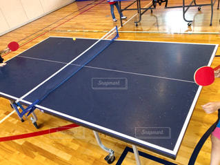 2人,スポーツ,屋内,ネット,運動,インドア,卓球,球,ラケット,卓球台,室内スポーツ