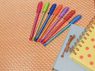 手帳と色ペンの写真・画像素材[2252160]