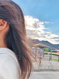 光に当たって綺麗な髪の写真・画像素材[2460642]