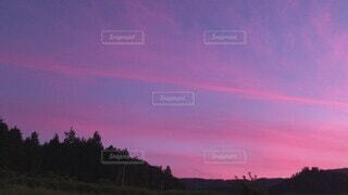 自然,空,夏,夕日,雲,きれい,綺麗,青,夕焼け,夕暮れ,夕方,田舎,山,景色,鮮やか,日没,音,癒し,日の出,落ち着く,夕焼け雲,夕焼け空,時間,赤紫,キレイ,色鮮やか,心地いい,夏の日,虫の声