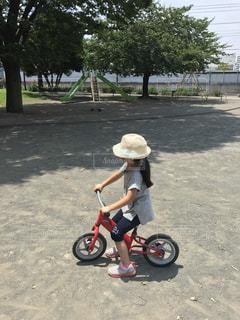 公園,自転車,スポーツ,屋外,赤,帽子,女の子,樹木,人物,運動,インスタ映え