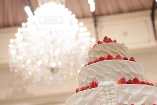 スイーツ,ケーキ,白,結婚式,いちご,シャンデリア,生クリーム,ホテル,披露宴,ホワイト,ウェディングケーキ,ショートケーキ,ホワイトカラー,ホワイトカラーフォト