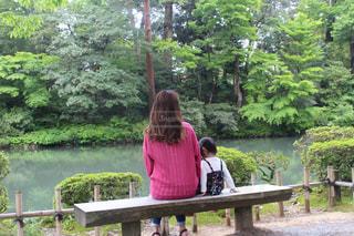 自然,ピンク,親子,池,女の子,草,樹木,人物,人,パーマ,ゆるふわ