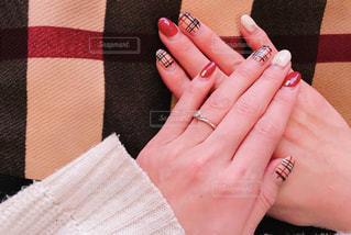 ネイルをした女性の手の写真・画像素材[1751730]