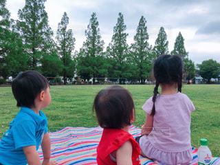 ピクニックする子供たちの写真・画像素材[2644340]