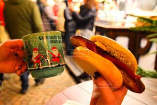 食べ物,冬,ネイル,海外,女性の手,屋台,旅行,クリスマス,サンタクロース,ドイツ,ソーセージ,クリスマスマーケット,フォトジェニック,ホットワイン,インスタ映え,私とごはん