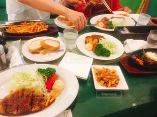 ランチ,洋食,ごはん,ハンバーグ,神戸,マカロニ,コロッケ,ビフカツ