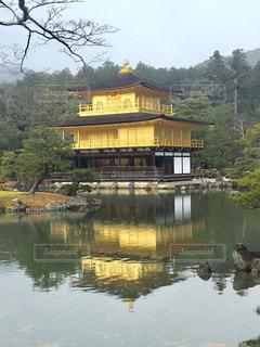 雨の日の金閣寺の写真・画像素材[1665537]