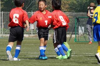 サッカーのゲームの若い男性のグループの写真・画像素材[1543663]
