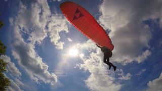 パラグライダーに初挑戦の写真・画像素材[1567498]