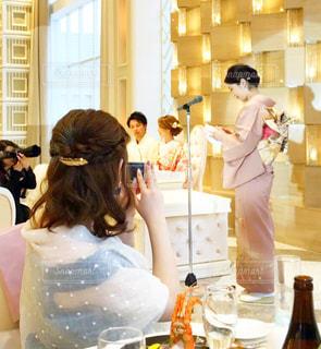 後ろ姿,結婚式,人物,ウエディング,美容,ヘアアレンジ,おめでとう,ミディアムヘア,アレンジ,パーマ,ゆるふわ
