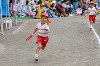 幼稚園の運動会リレーの写真・画像素材[1551750]