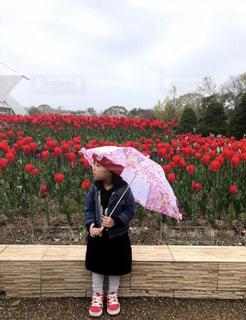 雨,傘,屋外,少女,人物,人,歩道,幼児,梅雨,おでかけ,赤い靴