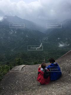 自然,カップル,屋外,山,景色,登山,人,高原,空気,ポジティブ,頂上,達成感,可能性,達成