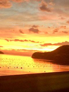 浜辺の夕日の写真・画像素材[2359148]