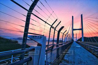 水の体以上の長い橋の写真・画像素材[1864758]