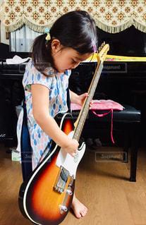 ギター,女の子,趣味,練習,エレキギター,エレキ