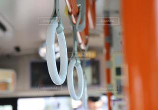 通勤バスのつり革の写真・画像素材[1648518]