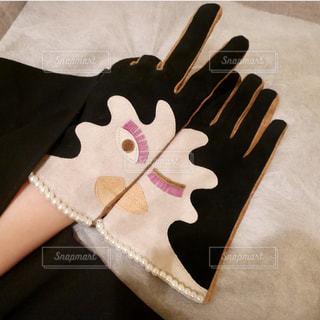 顔模様の手袋の写真・画像素材[1671195]