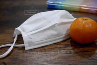 風邪予防に必須のマスクとみかんの写真・画像素材[1676203]