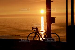 下灘駅からの夕陽、自転車との写真・画像素材[1685893]