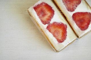 苺のフルーツサンドの写真・画像素材[1763922]