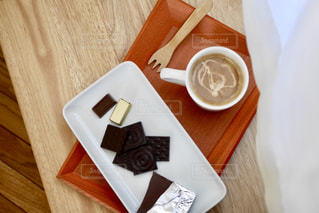 チョコレートとカフェラテ。の写真・画像素材[1776791]