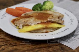 豚肉の生姜焼きパイナップル挟みの写真・画像素材[1834299]