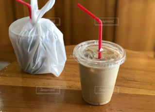 飲み物,カフェ,茶色,テーブル,ドリンク,ラテ,ベージュ,飲料,ミルクティー色