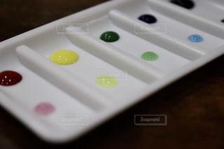 カラフルな水滴の写真・画像素材[2138589]