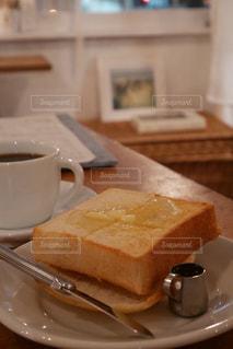 カフェの食パンの写真・画像素材[2251857]