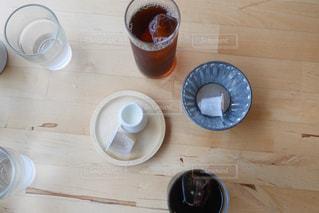 アイスティーとアイスコーヒーの写真・画像素材[2256242]