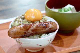 ウインナー,丼,ソーセージ,どんぶり,生卵,納豆,ウィンナー