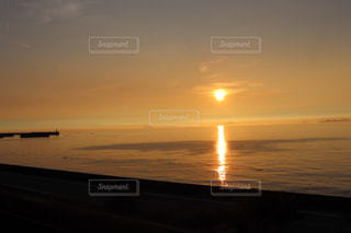 風景,海,空,夕日,絶景,太陽,夕暮れ,水面,海岸,景色,光,夕陽,地平線,日の入り,日の入