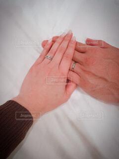 カップルの結婚指輪と婚約指輪の写真・画像素材[4331911]