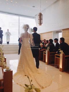 女性,屋内,室内,結婚式,ドレス,ウェディングドレス,後姿,新婦,お父さん,ウェディング,新婦入場