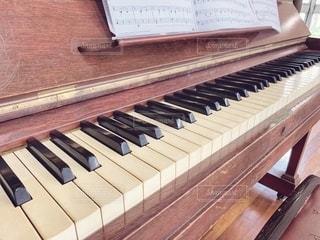 茶色,ピアノ,古い,楽譜,木製,鍵盤,お楽しみ会,アップライト,古いピアノ,木製ピアノ