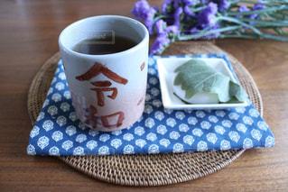 テーブルの上でコーヒーを一杯の写真・画像素材[2969595]