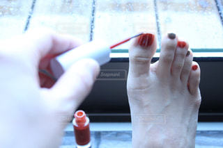 歯ブラシを持つ手の写真・画像素材[3068424]