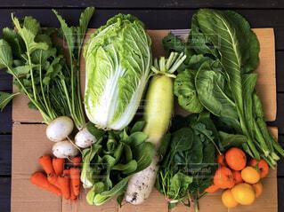 テーブルの上に新鮮な果物や野菜の写真・画像素材[3667337]