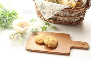 まな板にパンをの写真・画像素材[4247394]