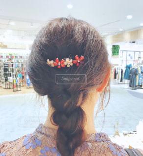 ショッピング中の女の子の写真・画像素材[1654826]