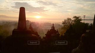 風景,空,屋外,太陽,朝日,雲,霧,光,遺跡,神秘的,日の出,クラウド,ボロブドウール寺院