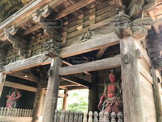 九品仏の仁王像と門の写真・画像素材[2887895]