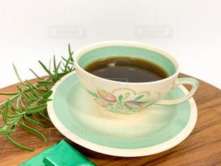 やさしい色合いのカップで ほっとひと息の写真・画像素材[2899293]