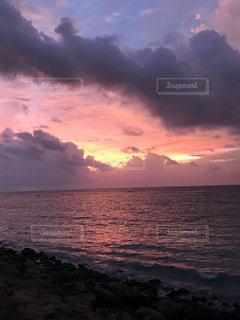 沈む夕日の写真・画像素材[1860324]